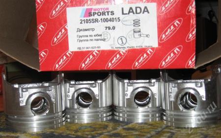 Поршень двигателя  левый8772375